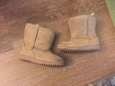 Toddler size 6 boots used in great condition