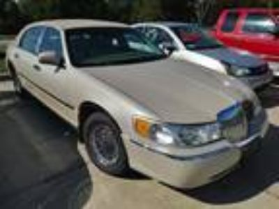 Used 2002 LINCOLN TOWN CAR For Sale