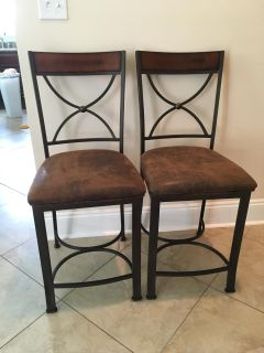 Pair of Metal and Wood Counter Height Bar Stools in Excellent Condition