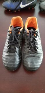 Nike Soccer Cleats (size 4)