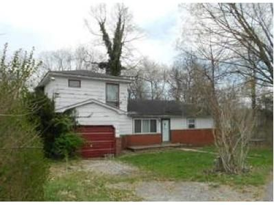 4 Bed 1 Bath Foreclosure Property in Oak Hill, WV 25901 - Halstead St