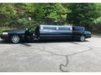 2006 Lincoln Town-Car Luxury in Manchester, NH