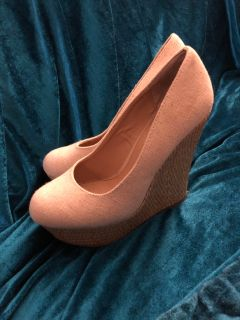 Wedge Shoe, Size 8, In Great Condition!