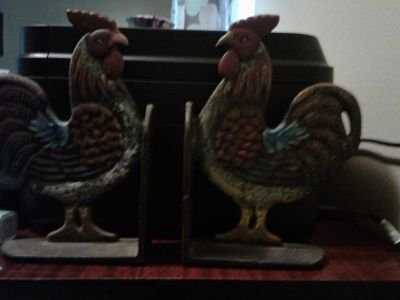 Iron rooster bookends