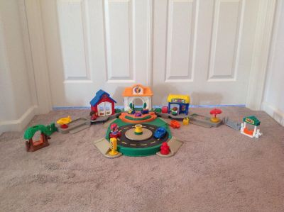 Fisher Price Little People Town Central with sounds and moving traffic circle
