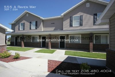 Newer Construction Pheasant Ridge Townhome with private patio and garage! Playgrounds, Putting Green and Volleyball available.