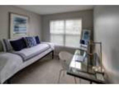 River Run at Naperville Apartments - Oak