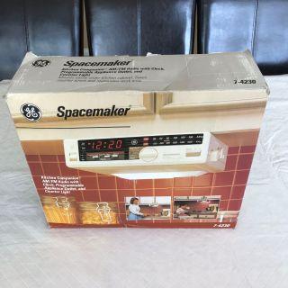 JE SPACEMAKER KITCHEN COMPANION AM/ FM RARIO WITH CLOCK