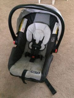 Graco snugride 30 car seat with base
