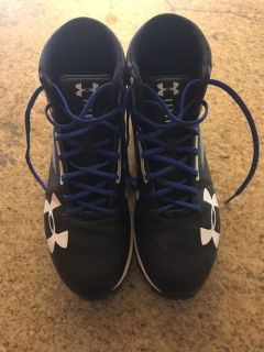 Men s size 10 Under Armour football cleats