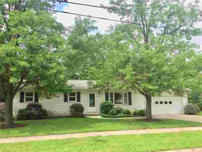 2500 Montclair Wooster Three BR, Don't miss your opportunity to