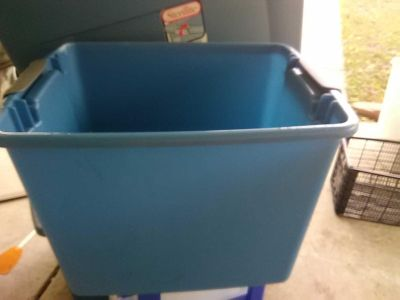tote and good shape no lid has both handles Sterilite 12 gallon