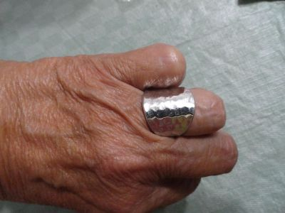 SIZE 7 1/2-8 SILVER TONE RING
