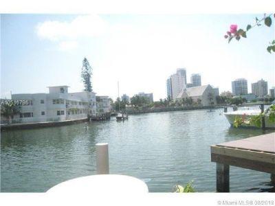 Miami Beach: 2/2 A must-see apartment (Bay Dr., 33141)