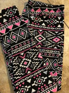 Pink, Black And White Soft Multi Print Leggings Pants. Nice Condition. Size XL 15-17