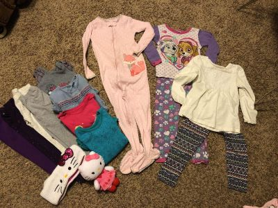 Girls size 3T lot of clothing