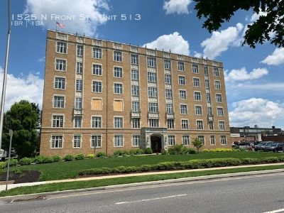 Beautiful River View Condo With Secure Entrance And Rooftop Patio And Gym