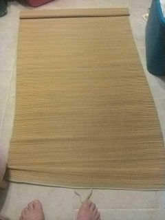 Straw mat with green edge