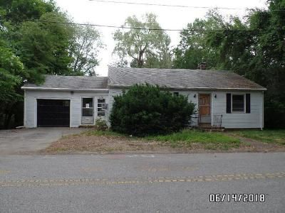 2 Bed 1 Bath Foreclosure Property in Chelmsford, MA 01824 - Oak Knoll Ave