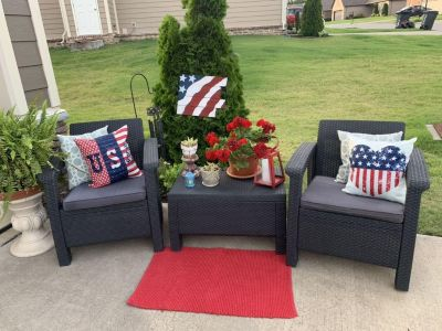 3 piece outdoorfurniture2 plastic wicker chairs with bottom cushions and table.Perfect condition