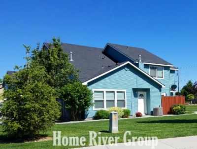 2 Bed/1.5 Bath Duplex with a 1 Car Garage, W/D and Gas Fireplace!