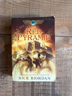 The Red Pyramid by Rick Riordan paperback Excellent condition!