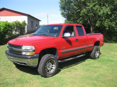 2002 Chevrolet Silverado 1500 Base (RED)