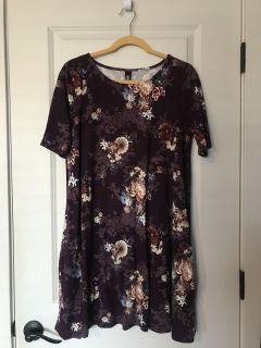 Agnes & Dora top size M. Worn once! Like new.