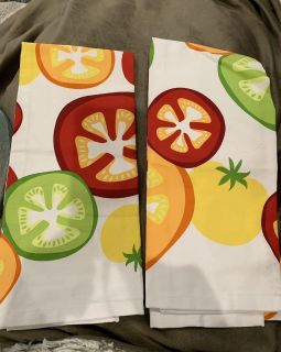 SET OF 2 KITCHEN TOWELS. CP