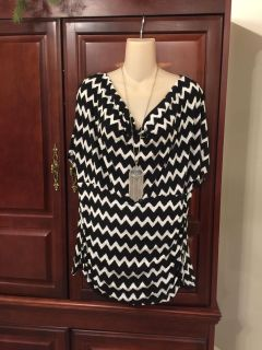 13.00 1X gorgeous AGB woman Black and white top with built-in tummy control. Perfect under a black cardigan