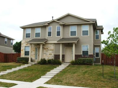 $700, 3br, All inclusive 3 bed 2.5 bath. Only 1 Roomate, No Preference