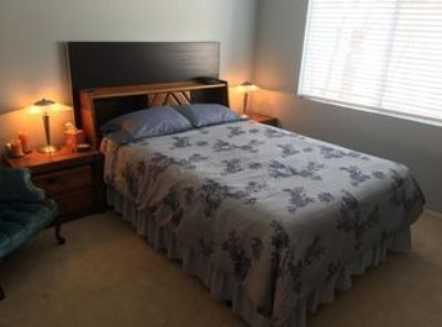 i'm offering a room here in Los Angeles CA