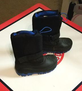 Kids Thermolite Snow Boots. Size 2