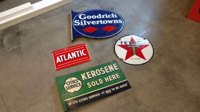 Signs ,Citi service,Texaco,