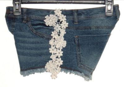No Boundaries Frayed Crochet Floral Lace Denim Jean Shorts Womens 9 Juniors