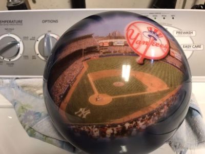 Almost Perfect Rare NY Yankees Bowling Ball!! (Please read description!)