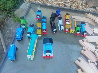 19 trains 13 metal Thomas 4 wood 3 of which are Thomas 2 battery op thomas