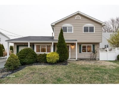 4 Bed 3 Bath Foreclosure Property in Hazlet, NJ 07730 - Cresci Blvd