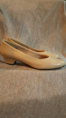 Ladies Size 9N Pumps By Hush Puppies