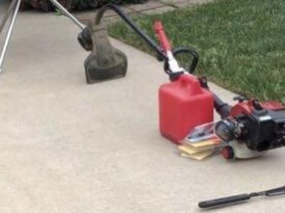 Gas powered weed eater