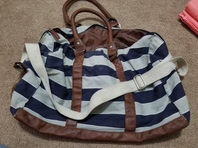 Duffle bag with crossbody strap