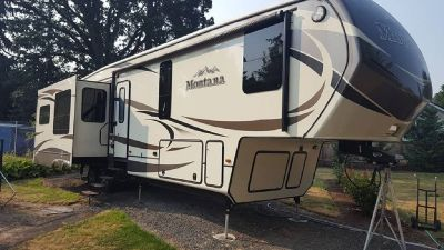 By Owner! 2015 39 ft. Keystone Montana w/4 slides