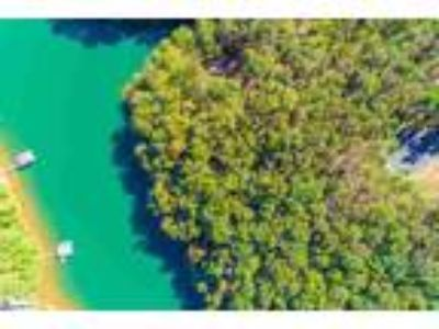 Sought after lake front lot on Lake Keowee th...