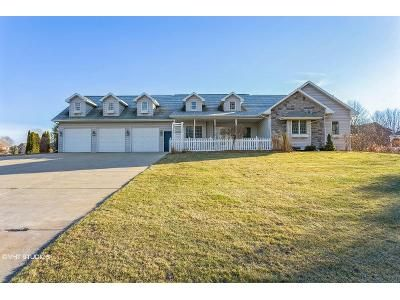 4 Bed 2.5 Bath Foreclosure Property in Suamico, WI 54173 - Longview Ln
