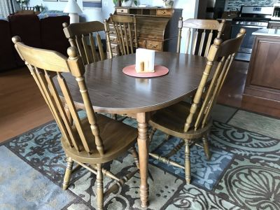 Dining room table & 7 chairs