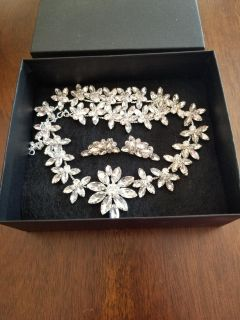 Beautiful rhinestone necklace and earrings