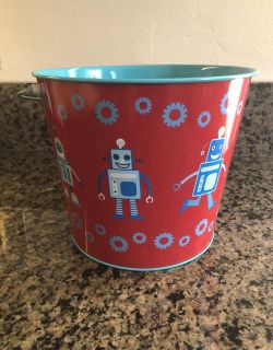 Super Cute metal bucket from Target. In EXCELLENT Condition! Asking ONLY $3! Appleton.