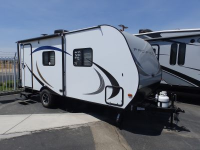 2019 Pacific Coachworks PACIFICA 19RB, FRONT SLEEPER, REAR BATHROOM, ROOF A/C, 4 STABILIZER JACKS, ENDURO PACKAGE, SLEEPS 3