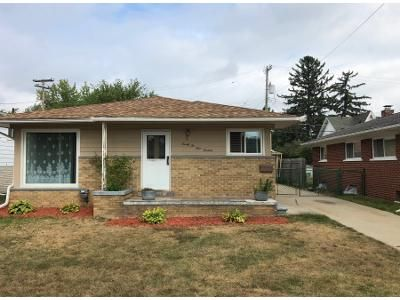 3 Bed 1 Bath Preforeclosure Property in Saint Clair Shores, MI 48081 - Millenbach St