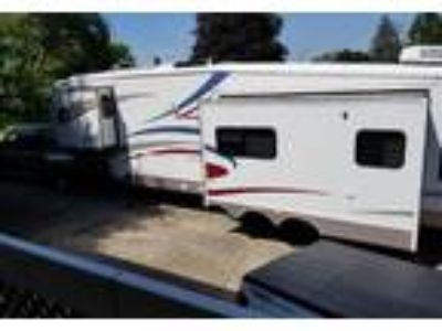 2004 Forest River Cardinal 5th Wheel in Dayton, OH